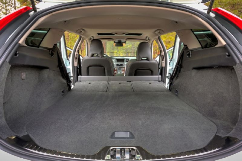 VOLVO CARS NORTH AMERICA LLC - Cargo space is generous in the 2016 Volvo V60 Cross Country, even before the rear seats are folded down.