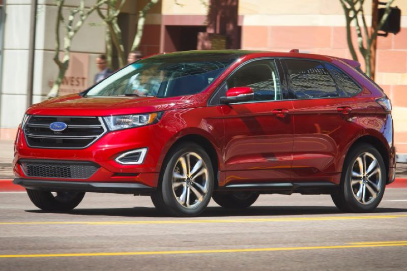FORD MOTOR COMPANY - The 2016 Ford Edge Sport looks heavy duty compared to some other midesize crossovers.
