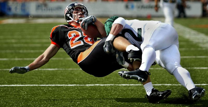 TRIBUNE FILE PHOTO: L.E. BASKOW - While at Portland State and before a lengthy NFL career, linebacker Jordan Senn (right) brought down Oregon State receiver Mike Hass in a 2005 game. Senn went on to play most of his NFL days with the Carolina Panthers as they were developing into the team that led the league in wins in 2015.