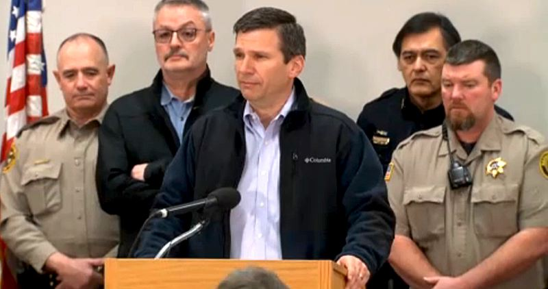 COURTESY OF KOIN 6 NEWS - Greg Bretzing, FBI special agent in charge in Oregon, told reporters Wednesday morning that law enforcement agencies wanted to end the occupation of a Harney County wildlife refuge peacefully. Harney County Sheriff David Ward, right, also called on the armed militants to leave the refuge peacefully.