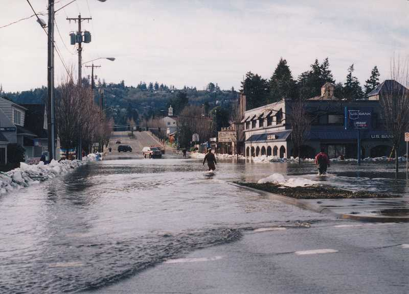 PHOTO COURTESY LAKE OSWEGO PUBLIC LIBRARY - On Feb. 10, 1996, sandbags lined both sides of State Street in an effort to protect businesses from rising floodwaters.