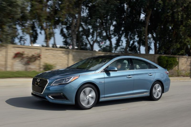 HYUNDAI MOTOR AMERICA - The 2016 Hyundai Sonata Hybrid can easily be mistaken for a more expensive car, while delivering excellent mileage.
