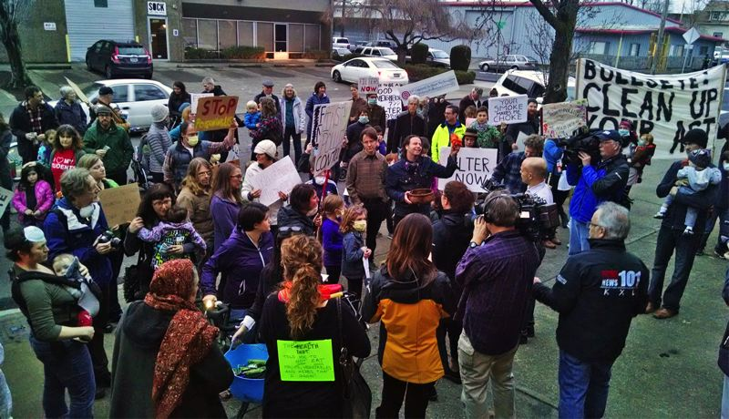 KOIN 6 NEWS - Neighbors protested outside Bullseye Glass on Tuesday. Some want the company to shut down while the Oregon Department of Environmental Quality continues its air pollution investigation.