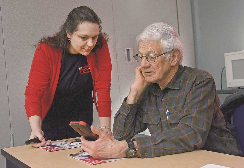 STAFF PHOTO: VERN UYETAKE - Jim Groat from Portland gets tips on using his smartphone from instructor Jennifer Lindsay.