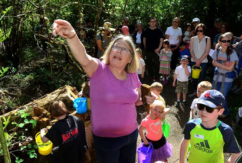 REVIEW PHOTO: VERN UYETAKE - Former Portland Parks educator Sue Thomas led the first Preschool Walks in the Park on April 8 in Lake Oswego.