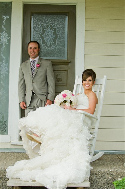 by: Photo by Hannah O'Leary - Katie and Travis Ralls