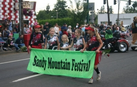 by: Garth Guibord, Members of the Sandy Stealers junior softball club led the way to kick off the annual Sandy Mountain Festival Parade Thursday night.