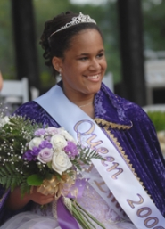 by: VERN UYETAKE, Princess Emma Jo Sipe was crowned queen of the Old Time Fair 2006 at a 