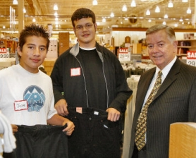 by: David F. Ashton, Students Jose Carades and Alvaro Sanchez were assigned to Portland's best known ex-cop, Mayor Tom Potter, for the shopping event.