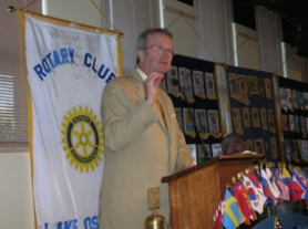 "by: Brian Monihan, Dave Frohnmayer calls for ""a return for the politics of bipartisanship"" during Monday's Lake Oswego Rotary Club meeting."