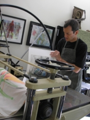 by: ellen spitaleri, Robert Abbott demonstrates how he uses his Trayle press to produce a monotype.