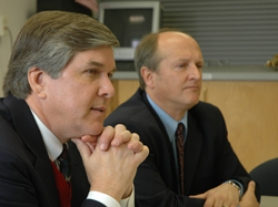 by: patrick sherman, Sen. Gordon Smith and Milwaukie Mayor Jim Bernard listen to the input of city councilors.
