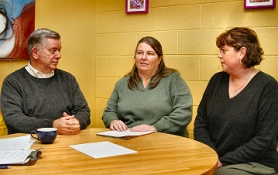 "by: David F. Ashton, Among those talking with Mayor Tom Potter were Woodstock ""observers"" Ruthann Bedenkop of the Woodstock Neighborhood Association, and Jane Glanville, President of the Woodstock Community Business Association."