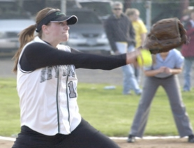 by: Michael Cade, Reynolds pitcher Kelli Eubanks makes a throw during the Raiders' 5-1 win at David Douglas on Tuesday afternoon.