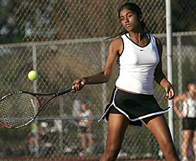 by: MILES VANCE, KAPOW – Beaverton's Krishna Veni smacks a return during her straight-set victory over Southridge's Michelle Kim in No. 1 singles play at Highland Park Middle School last week.