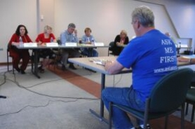 by: Sam Bennett, John Surrett of Ask Lake Oswegans addressed the Lake Oswego Community Center Steering Committee last Thursday.