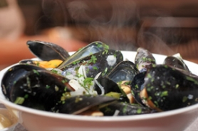 by: KATIE HARTLEY, Mussels make a nice beginning at Cava.
