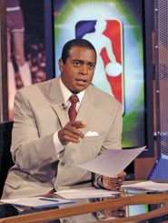 "by: JENNIFER POTTHEISER, On the set of ""Tuesday Night With Ahmad,"" host Ahmad Rashad talks basketball. This Sunday, however, he'll be talking all kinds of sports as master of ceremonies at the Oregon Sports Awards."