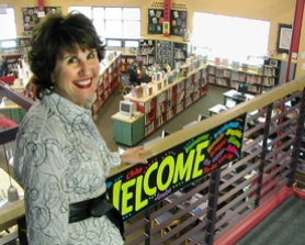 by: Jim Hart, Wearing her incessant welcoming smile, Willamette Primary School Principal Katy Mayer stands at the head of the stairs overlooking the school library. After 36 years in education, Mayer will retire at the end of the school year.