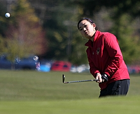 by: MILES VANCE, FEELING CHIPPER — Southridge senior Jane So chips onto the green during Tuesday's Metro League tournament at Meriwether National Golf Course in Hillsboro. So and the Skyhawks finished second on the day.