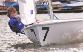 by: Vern Uyetake, Jeff Carlson, a Lakeridge sophomore, catches a breeze at a Willamette Sailing Club high school practice team race on Friday, April 25.
