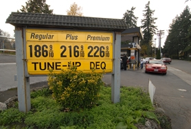 by: VERN UYETAKE, Prices for regular gasoline have fallen to $1.86 a gallon at Dave's Palisades Service of Lake Oswego, making it the busiest gas station in Oregon.