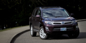 by: CHRISTOPHER ONSTOTT Despite its big, rugged SUV looks, the 2011 Toyota Highland Hybrid is actually a well-mannered crossover that gets an EPA estimated 28 miles per gallon.