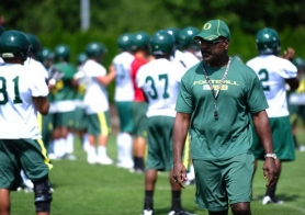 by: JEFFREY BASINGER According to Foxsports.com, Oregon Ducks running backs coach Gary Campbell and Will Lyles, who has worked in scouting services, have visited various high schools together during UO recruiting trips.