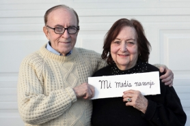 "by: Jaime Valdez John Livingstone and his wife Nancy hold up a flash card with the Spanish equal to the English idiom ""my better half."""