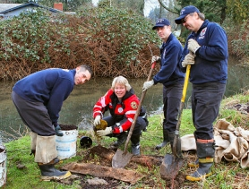 by: David F. Ashton On the bank of Crystal Springs Creek, Portland Fire & Rescue Station 20 crew of Firefighter Chris Figura, Lt. Deborah Weissenbuehler, Firefighters Kyle MacLowry and John Boyd plant a shade tree.