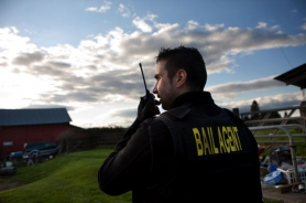by: CHRISTOPHER ONSTOTT Vancouver, Wash., bail bondsman David Regan searches for a client who failed to appear in court and defaulted on his bail. If he cannot bring the client to court, Regan will owe the court the full default amount. Bail bondsmen such as Regan are not allowed to operate in Oregon.