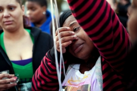 by: CHRISTOPHER ONSTOTT Shaquita Louis grieves the disappearance of her daughter, 14-year-old Yashanee Vaughn, at a vigil shortly after the girl went missing nearly four weeks ago.