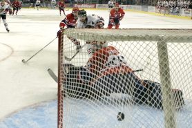 by: JAIME VALDEZ Craig Cunningham of the Portland Winterhawks scores in the third period Saturday night, as his team takes a 3-2 series lead on Spokane with a 3-2 win at the Rose Garden.