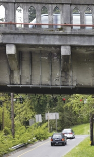 by: File photo The west end of the Sellwood bridge has four places where cracking beams are held together with metal plates sandwiched above and below the bridge and held in place with long bolts.