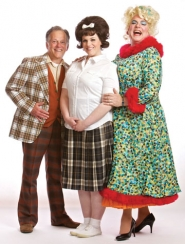"by: Craig Mitchelldyer WHO'S THAT MAN IN THE DRESS? – ""Hairspray"" wouldn't be ""Hairspray"" without a man playing the role of Tracy's mom Edna. Dan Murphy (right) plays Edna Turnblad, while Ron Daum plays Wilbur and Blythe Woodland plays Tracy."