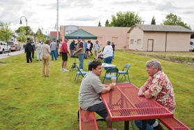 by: Chase Allgood Cornelius City Councilor Jamie Minshall and Mayor Neal Knight chatted while opponents gathered signatures to recall them.
