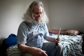 by: Christopher Onstott Henry Linebaugh, holds a knife he sleeps with because it makes him feel safe. Linebaugh is a former patient of the Oregon State Hospital in Portland and Salem who says peer counseling saved my life.