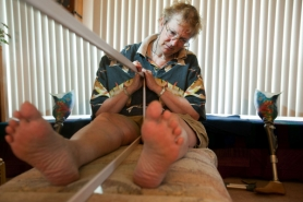 by: CHRISTOPHER ONSTOTT Amputee Gail Hillyer says that when her left toe touches the image of a mirrored toe it feels as if she has toes on two feet touching each other. That's because her brain believes what it sees more than what is real, according to OHSU pain researcher Beth Darnall.