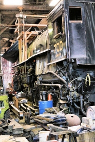"by: David F. Ashton Among the largest steam engines still in operation, the Spokane Portland Seattle 700, needs a new home; the Brooklyn ""roundhouse"" is to be torn down next year."