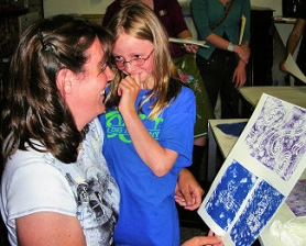 by: Elizabeth Ussher Groff Heather Dowling, and her 8-year-old daughter Emma, come to Collage from the Foster-Powell neighborhood. Here they admire the relief print they made from a simple Stryofoam block – etched with pencil, and painted with acrylic.