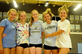 by: MATTHEW SHERMAN Elizabeth Howell, Paxton Nielsen, Anna Spalding, Krissy Hengesh and Alyssa Hitchcock are the five seniors on this year's hard-hitting volleyball team.