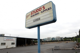 by: Jaime Valdez Elmo Studd's Building Supplies closed late last month. The prominent business on Upper Boones Ferry Road was long regarded as a local landmark for its funny signs.