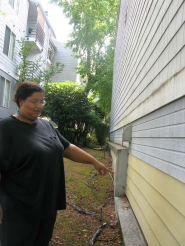 by: RAYMOND RENDLEMAN Easton Ridge resident Stacey Sherfield points out mold growing on her apartment's siding in the 264-unit affordable housing complex of Easton Ridge at 9009 S.E. Causey Ave., in unincorporated Clackamas County.
