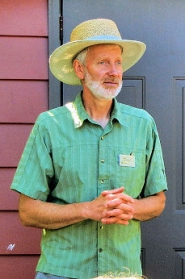 "by: Elizabeth Ussher Groff In a ""Healthy Soils"" talk at Metro's Demonstration Garden in the Brentwood-Darlington neighborhood, renowned gardener Glen Andresen discussed soil testing, cover crops, and compost."