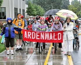 "by: David F. Ashton Despite the rain, participants and spectators began to show up, and so Ardenwald Elementary School teacher Kathy Richards and Principal Sheila Shaw led the ""instant parade"" as they headed out."