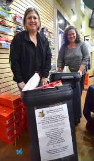 by: Vern Uyetake More than 200 pounds of food was collected for the West Linn Food Pantry during West Linn resident Paula Harkin's 1,000th run on Sept. 27. Pictured are Shauna Shroyer (left) and Constance Weaver gathering the collections.