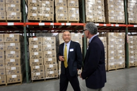 by: Jaime Valdez Powin Corporation President Joseph Lu takes Tualatin Mayor Lou Ogden on a tour of Powin's brand-new warehouse 