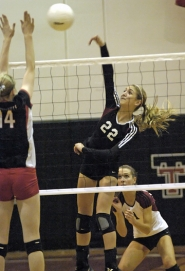 by: DAN BROOD BIG SHOT — Tualatin junior Maddi Powelson (22) smacks the ball over the net during the Timberwolves' 25-17, 25-22, 25-7 victory over McMinnville.