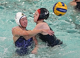 by: Miles Vance PRESSURE — Aloha's Grace Lee tries to pass while defended by Westview's Kathleen Sundin last week.