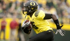 by: CHRISTOPHER ONSTOTT De'Anthony Thomas breaks into the clear for Oregon in Saturday's home win over Washington State.